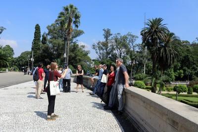 Participants visit the Paulista Museum