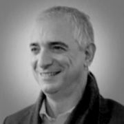 Carlos Passarelli - Perfil