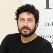 César Simoni Santos - Perfil