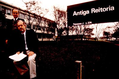 Alberto Luiz da Rocha Barros e Carlos Guilherme Mota no início do IEA