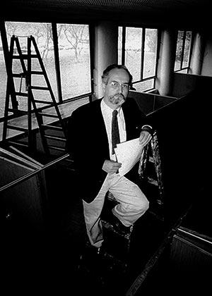 Carlos Guilherme Mota - primeira sede do IEA - 1986