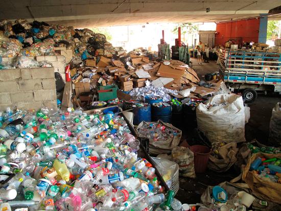 Cooperativa de Catadores de Lixo na Rua João Moura - Pinheiros