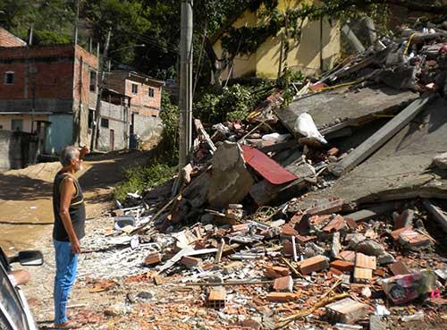 Deslizamento após temporal em São Gonçalo, RJ