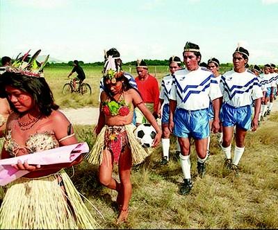 Equipe de futebol da tribo macuxi, em Normandia (RR).