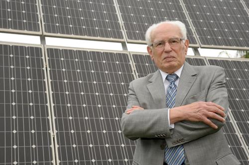 José Goldemberg em frente ao IEE/USP