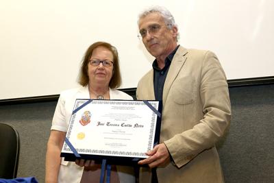 Margarida Kunsch entrega Titulo ao Professor José Teixeira Coelho