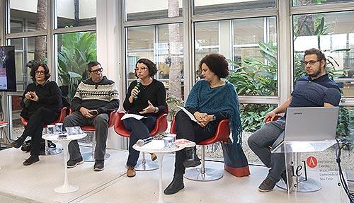 Mesa do evento 'Reflexões sobre Literatura Periférica e Universidade'