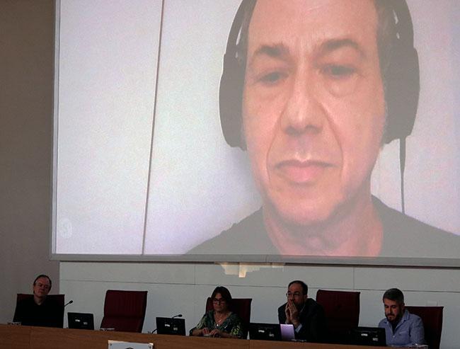 Na mesa: Marcos Cuzziol, Helena Nader, Fabio Cozman e Bruno Moreschi; na tela, Eduardo Kac