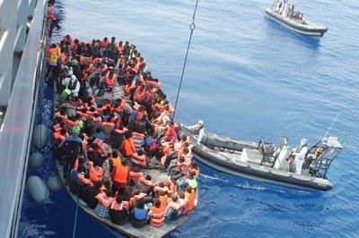 Operação Tritão resgata refugiados no Mediterrâneo