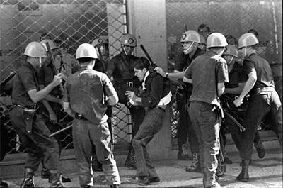 Repressão policial na Passeata dos Cem Mil, em 26 de junho de 1968