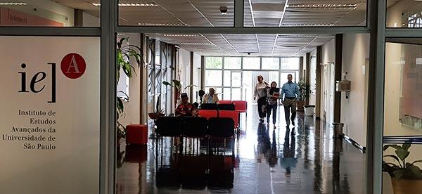 Saguão da sede do IEA