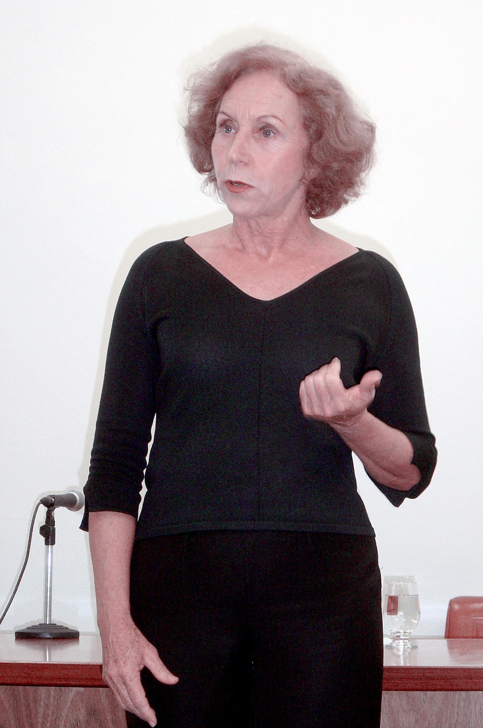 Dôra Guimarães Narra  Conto de Guimarães Rosa durante Lançamento da Edição 52 da Revista Estudos Avançados