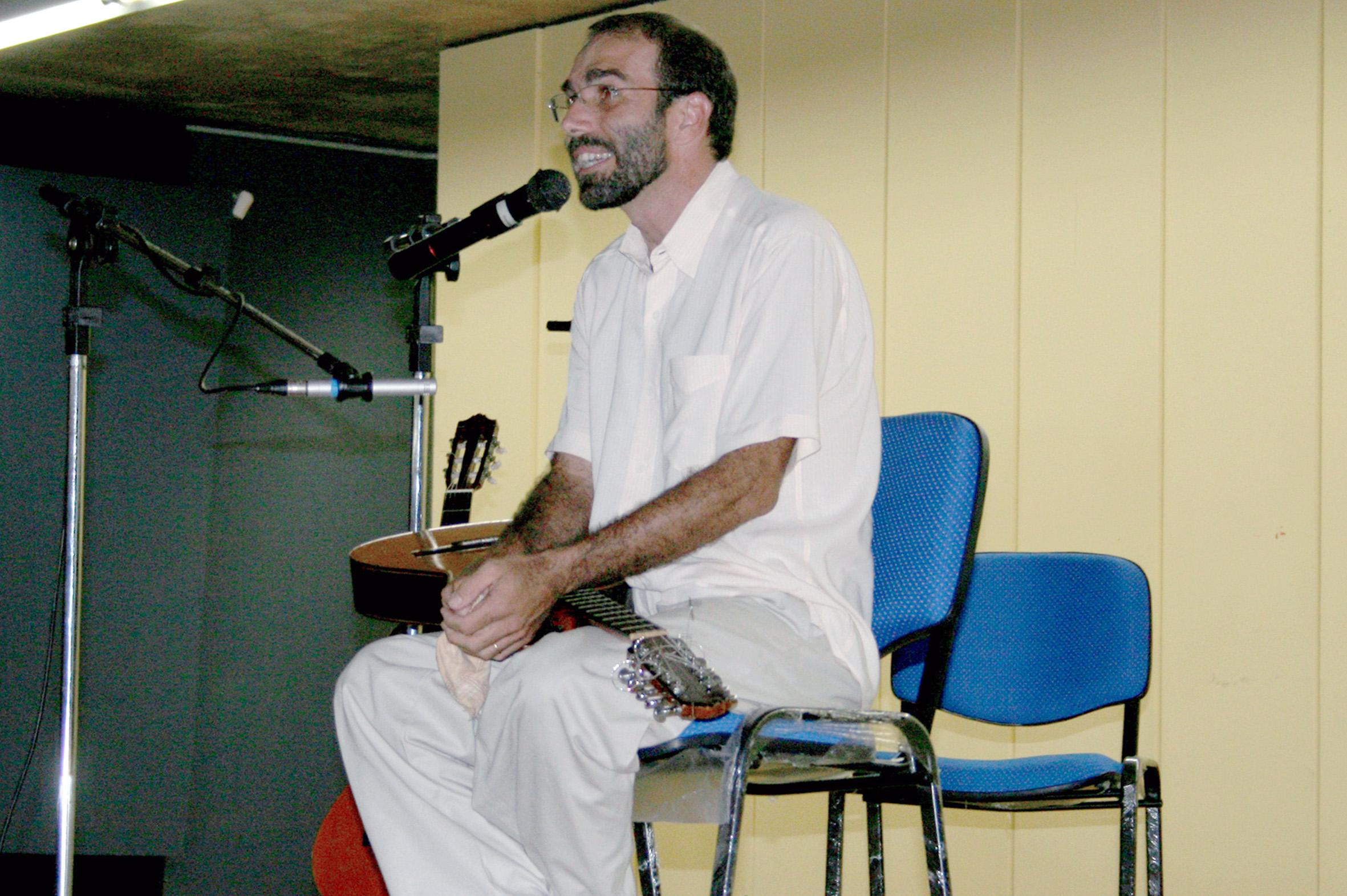 Ivan Vilela inicia sua apresentação