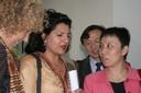 Farhana Yamin ao centro, conversa com participantes do evento