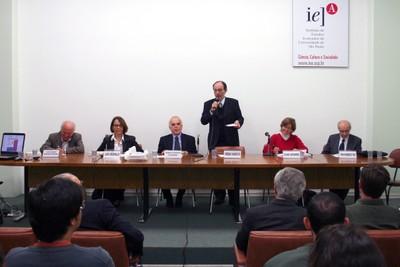 Luiz Carlos Bresser-Pereira, Laura Greenhalgh, Samuel Pinheiro Guimarães, Hernan Chaimovich, Eliane Cantanhêde e Fábio Wanderley Reis