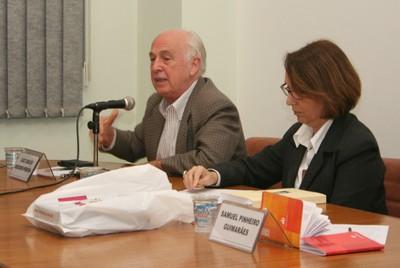Luiz Carlos Bresser-Pereira e Laura Greenhalgh