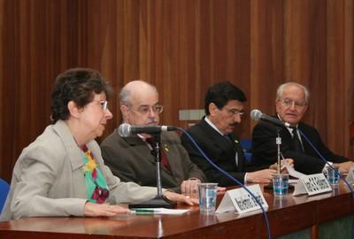 Maria Hermínia Tavares de Almeida, Ivan Gilberto Sandoval Falleiros, Carlos Roberto Azzoni e César Ades