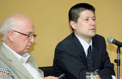 Luiz Carlos Bresser Pereira e Marcelo Tsuji