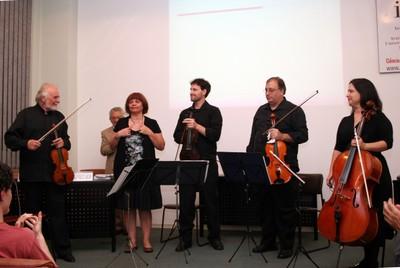Quarteto de cordas Athena e Marlui Miranda
