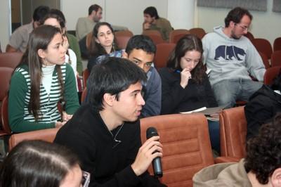 Aluno faz perguntas durante o curso