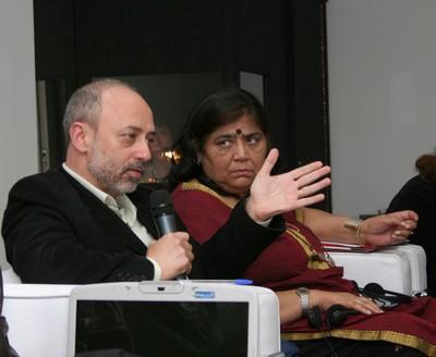 Pedro Paulo Funari e Mridula Mukherjee