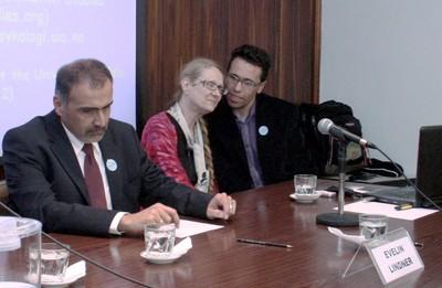 Guilherme Assis de Almeida, Evelin Lindner e tradutor na mesa de abertura do evento
