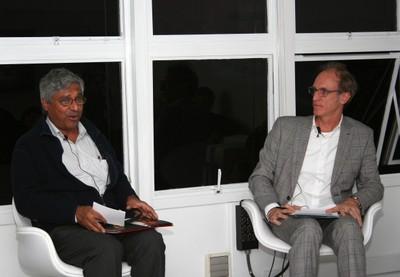 Aditya Mukherjee e Martin Grossmann
