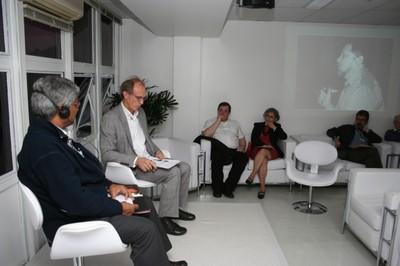 Aditya Mukherjee e Martin Grossmann na abertura do evento