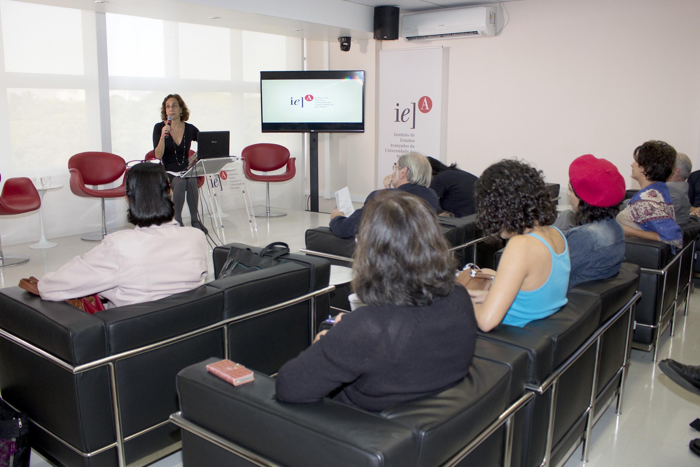 Sylvia Duarte Dantas faz a abertura do evento e apresenta Plínio Montagna