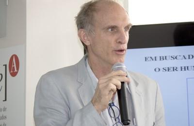 Martin Grossmann faz a abertura do evento