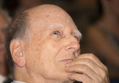 Gerhard Malnic atento à homenagem feita por Rui Curi