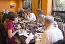 Participantes almoçam após evento