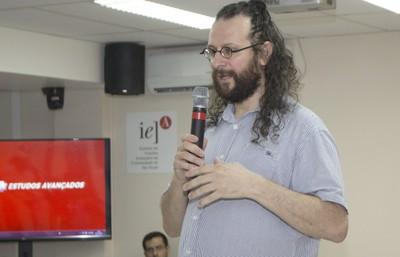 Alessandro Soares Silva inicia sua apresentação