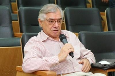 José Álvaro Moisés participa do debate
