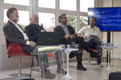 Bernardo Sorj abre o evento e apresenta os expositores
