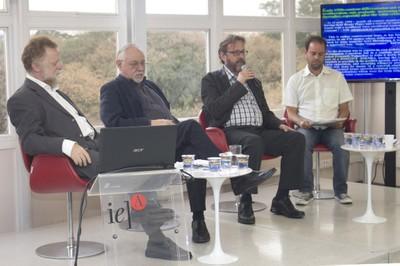 Ricardo Bielchowsky, Bernardo Sorj, Márcio Bobik Braga e Fabio Santos