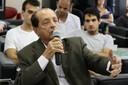 Antonio Carlos Cassaro faz perguntas durante o debate