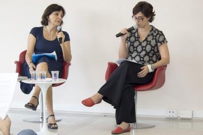Juliana Cassano Cibim abre o evento e apresenta a expositora