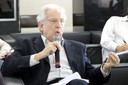 Cláudio Rodrigues faz perguntas oa expositor durante o debate
