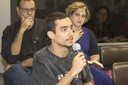 Aluno da EACH - USP faz perguntas durante o debate
