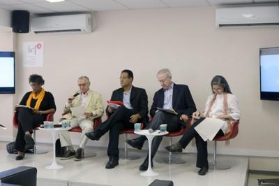 José Álvaro Moisés abre o evento e apresenta os expositores da primeira mesa - (03/12/2015)