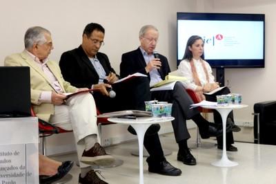 José Álvaro Moisés, Emmanuel Silva Nunes Oliveira Júnior, Carlos Hunneeus e Gabriela O'Donnell - (03/12/2015)