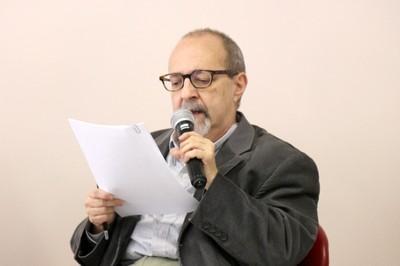 Sergio Adorno inicia sua apresentação - (04/12/2015)