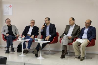 A partir da esquerda, Marco Aurélio Nogueira, José Álvaro Moisés, Ricardo Gandour, Eugenio Bucci e Marco Antonio Carvalho Teixeira