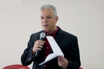Carlos Bertulani apresenta Thomas Aumann