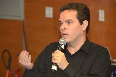 Luciano Araujo - 8/04/2016