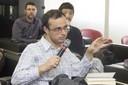 Diego Pereira de Menezes faz perguntas ao expositor