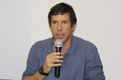 Astolfo Gomes de Mello Araujo fala durante o debate