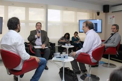 Flavio Ulhoa Coelho abre o evento e apresenta os expositores
