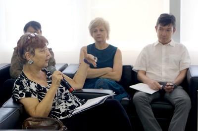 Claudia Bauzer Medeiros faz perguntas ao expositor